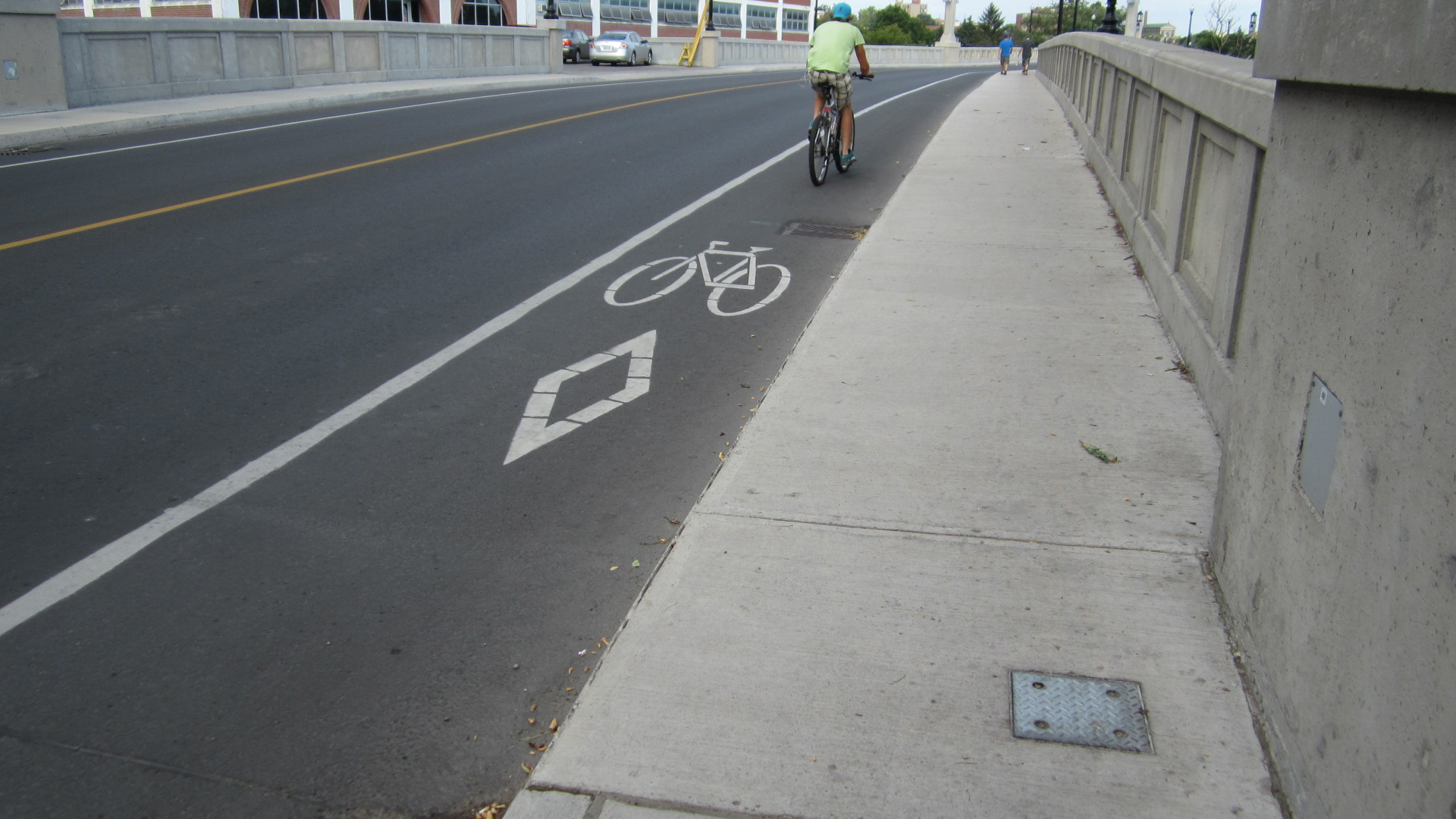 image of bike lanes on Hunter Street Bridge